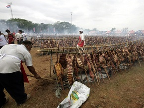 Мировой рекорд: в Парагвае съели 36 тонн мяса за шесть часов