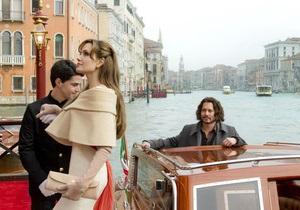 Опубликован первый кадр из совместного фильма Анджелины Джоли и Джонни Деппа
