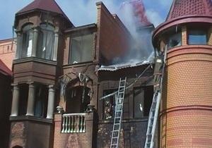 В Киеве на Оболонской набережной горел двухэтажный дом