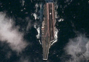 Китайский авианосец сфотографировали с помощью спутника