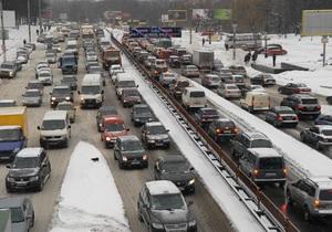 Зимняя непогода: власти Киева не видят проблем с движением транспорта