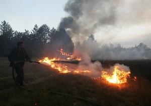 В четырех селах под Киевом продолжают тушить торфяники