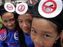 Четырехлетний житель Тайваня пристрастился к курению