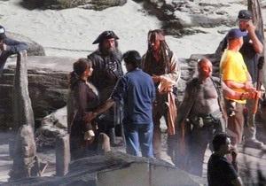 Появилось первое фото Черной Бороды из Пиратов Карибского моря-4