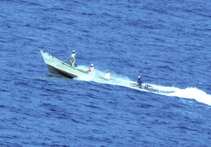 Пираты освободили сингапурский контейнеровоз и захватили судно из Йемена