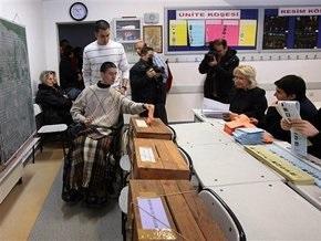 На избирательных участках в Турции погибли пять человек, около сотни пострадали