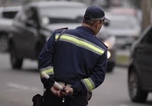 В Луцке водитель укусил гаишника за ногу, еще двоих - избил