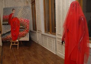 Фотогалерея: Единство моды и искусства. Новая выставка в Шоколадном домике