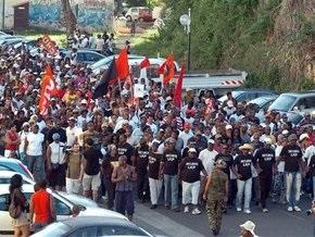 Акции протеста на Гваделупе переросли в этнические бунты