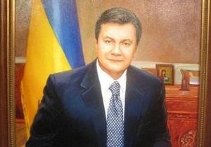 Батьківщина: В одной из школ Тернопольской области портрет Шевченко заменили на портрет Януковича