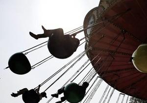 В Киеве проверят безопасность аттракционов и детских площадок
