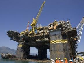 Нефть подешевела до минимального за четыре года уровня