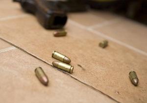 В Киеве грабитель в милицейской форме совершил вооруженное нападение на пункт обмена валют