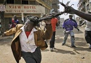В Кении за сутки убили четвертого полицейского. Общее число погибших достигло сотни человек
