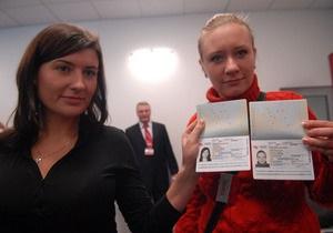 Януковича снова просят ветировать закон о биометрических документах