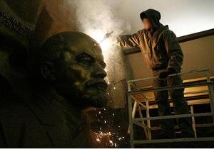 В киевском метро на лбу Ленина выжгли шестиконечную звезду