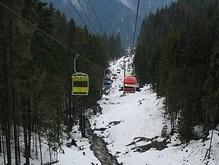В Карпатах 150 лыжников полдня провисели в воздухе