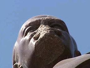 Горсовет Днепропетровска требует восстановить памятник Ленину в Киеве
