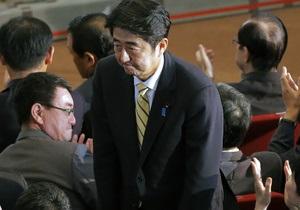 Коалиция японского премьера одержала громкую победу на выборах - Reuters - синдзо абэ