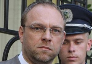 Власенко возмущен намерением насильно доставить Тимошенко в суд