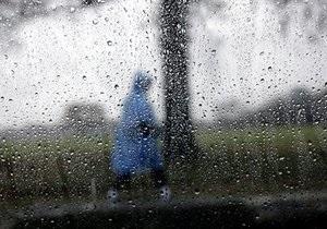Ураган в Херсонской области: на людей обрушилась остановка, два человека травмированы