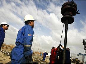 На рынках нефть подешевела еще на два доллара
