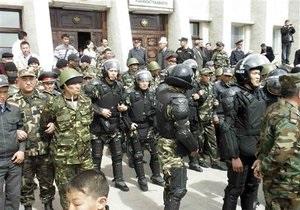 Киргизская милиция разгоняет в Бишкеке акцию протеста оппозиции