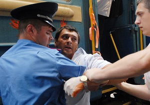 Фотогалерея: Не голубой вагон. Акция в поддержку российской оппозиции на киевском вокзале