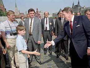 Фотограф Обамы утверждает, что нашел фото Путина времен работы в КГБ