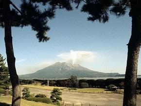 В Японии зафиксированы извержения двух вулканов