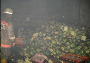В Киеве горел склад с овощами и фруктами