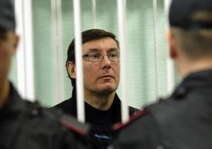 Луценко: Тех, кто против Януковича и его команды, - 88%