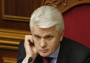 Литвин открыл пленарное заседание. Спикера забросали яйцами