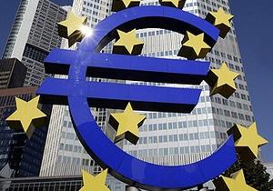 Курс евро к доллару упал до минимума за последние десять месяцев