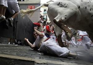 Испания - В Испании двухминутный забег быков закончился ранениями десятков челове