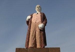 В Румынии установили трехметровый памятник Ленину из шоколада