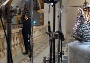 Фотогалерея: Стоп, снято. Янукович записал телеобращение в Лавре