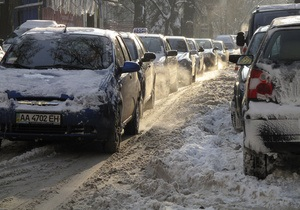 В Киеве затруднено движение транспорта: власти решили вывести всю снегоуборочную технику