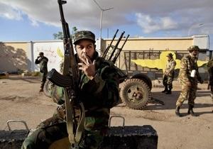 В столице ливийской оппозиции произошел бой между повстанцами и племенными ополченцами