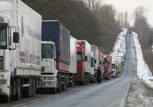 На украино-словацкой границе образовались очереди грузовиков