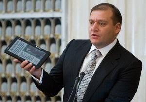 Янукович поручил Табачнику заняться производством электронных учебников