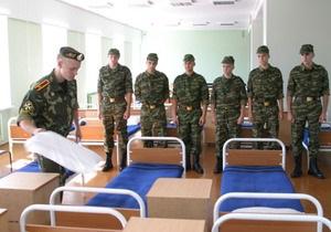 Сегодня ночью солдатам разложат подарки под подушки
