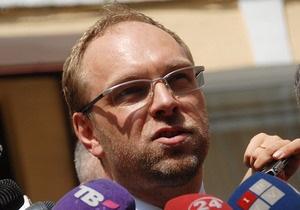 Власенко назвал преждевременным заявление о том, что Тимошенко может передвигаться самостоятельно
