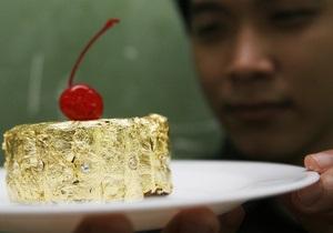 Филиппинский повар приготовил шоколадное пирожное, покрытое золотом и бриллиантами