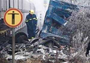 Германия - В Германии пассажирский поезд столкнулся с грузовиком