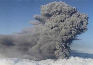 В Исландии дым от вулкана поднялся на высоту 15 км