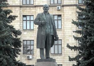 Суд разрешил снести два памятника Ленину в Сумах