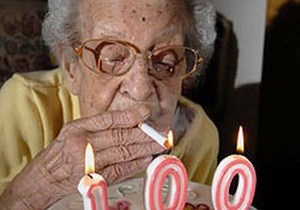 Старейшая курильщица Великобритании скончалась в возрасте 102 лет
