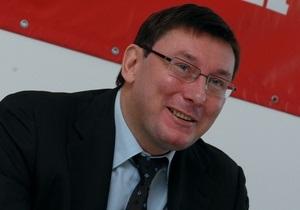 Луценко: Если бросают яйца в политика - ничего страшного. Во всех бросали