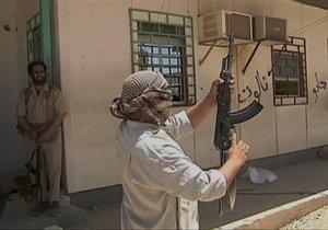 Тунис заявил, что пересекшие границу войска Каддафи вернулись на территорию Ливии